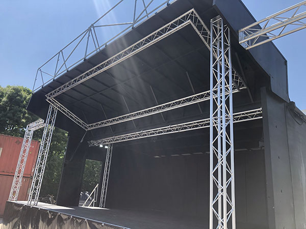 ES40 mobile stage for event hire
